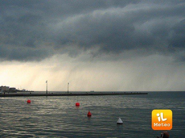 Meteo MARINA DI PIETRASANTA: oggi pioggia debole, Giovedì 21 pioggia, Venerdì 22 temporali
