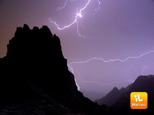 Meteo VIGO DI FASSA: oggi e domani temporali e schiarite, Martedì 27 pioggia