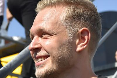 Gp Belgio, spettacolare incidente per Magnussen: distrutta la sua Renault /Guarda