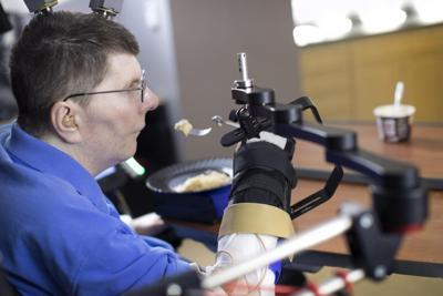 Con un' impianto hi-tech tetraplegico riacquista il movimento del braccio