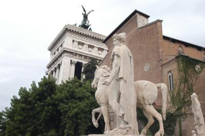 Roma, turista denuncia tentato stupro all'Aracoeli