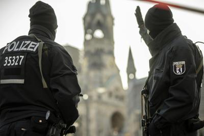 Berlino, camion contro la folla in un mercato di Natale: 9 morti