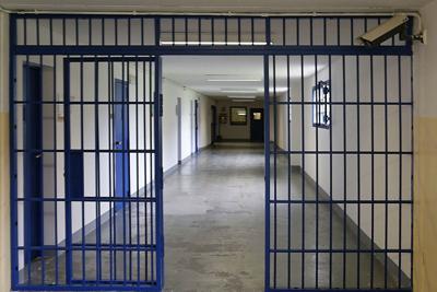 Torino, il colloquio in carcere con la compagna diventa troppo