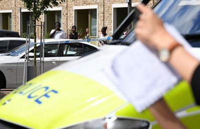 Paura a Londra: uomo armato di coltello, bloccata Westminster