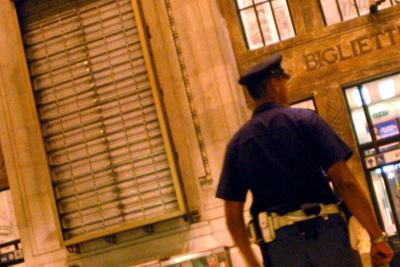 Stazione Centrale Milano, poliziotto ferito: fermato migrante