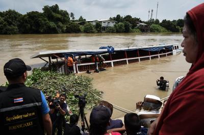 Nave passeggeri rovesciata in Thailandia: 13 i morti
