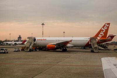 Conversazione sospetta su aereo Lubiana-Londra, tre arresti