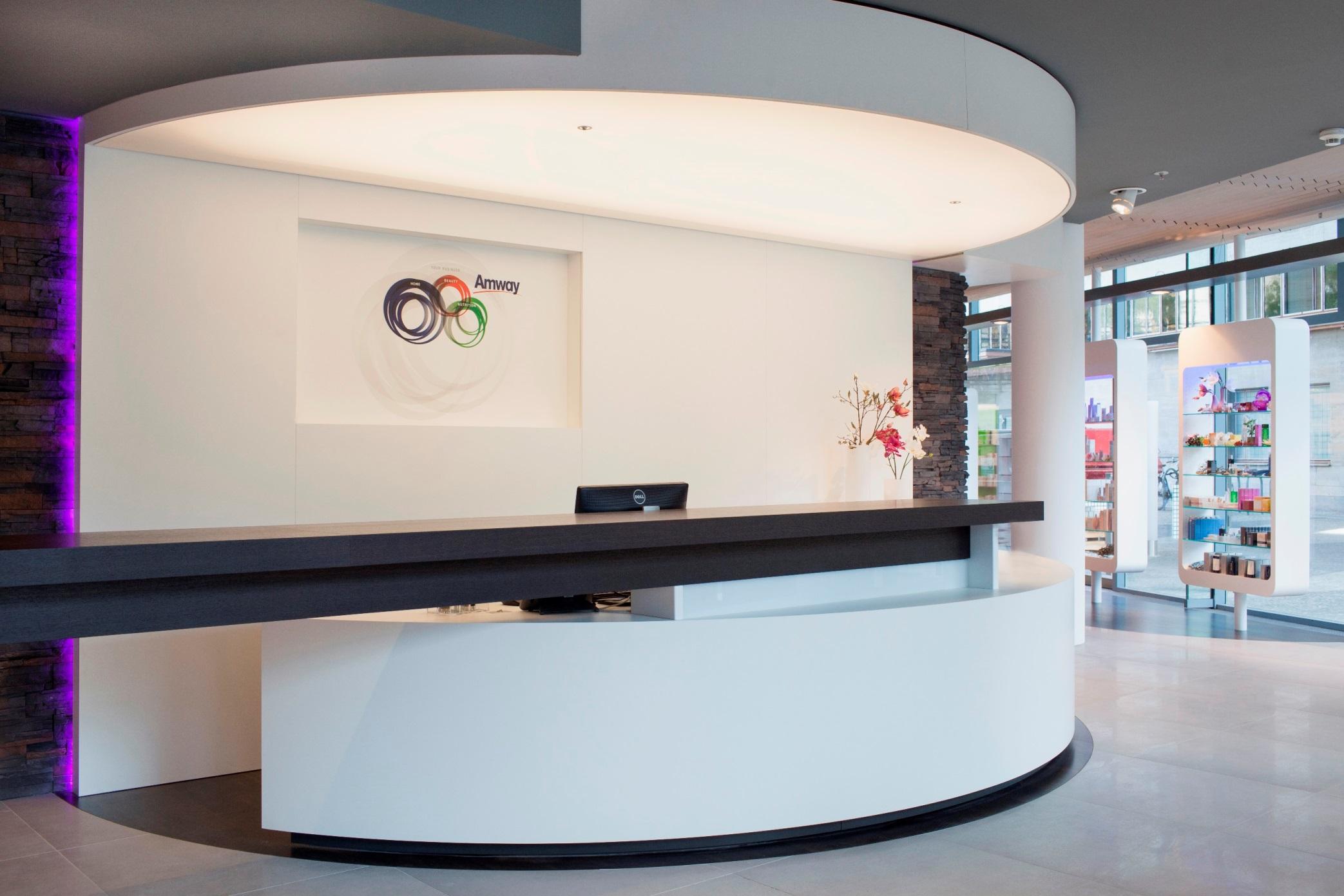 Apre a roma il primo business center di amway italia for Roma business center