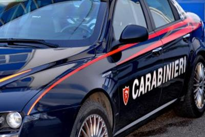 Asti, bambina di otto anni intrappolata in un cassonetto: è grave