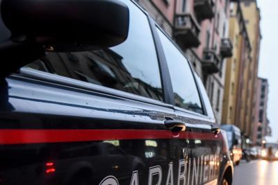 Roma, nomadi speronano auto dei carabinieri: militare ferito