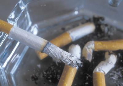 Tumori, sigarette killer del polmone: il 20% degli italiani fuma in casa