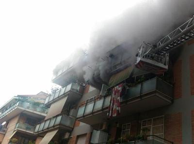 Roma, incendio in appartamento al Tuscolano: morta un'anziana