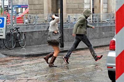 Meteo Napoli, ancora brutto tempo: rovesci sulla città