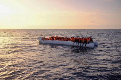 Migranti: nella notte approdata nave a Lampedusa con 1.177 profughi