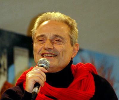Lecce, Amedeo Minghi ricoverato per un'infezione intestinale