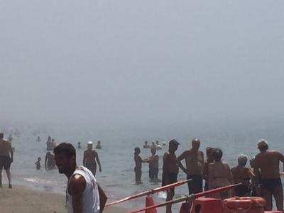 Tromba d'aria abbattuta su spiaggia lido di Ostia, alcuni feriti