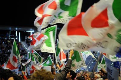 Renzi da Macron: unità contro i populismi