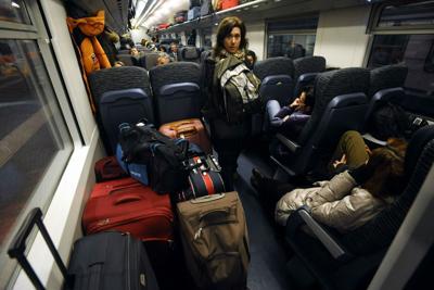 Liguria, treno bloccato per il maltempo: 400 passeggeri al freddo